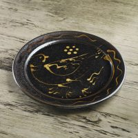 Doug-Fitch-Slip-Trailed-ird-Plate-Black-Slipware-Shannon-Tofts