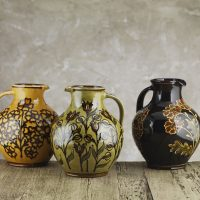 Hannah-McAndrew-Slip-Trailed-Fat-Bellied-Jugs-Medium-Slipware-Shannon-Tofts