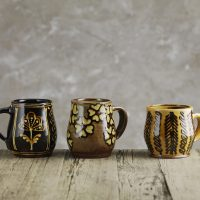 Hannah-McAndrew-Slip-Trailed-Mugs-Slipware-Shannon-Tofts