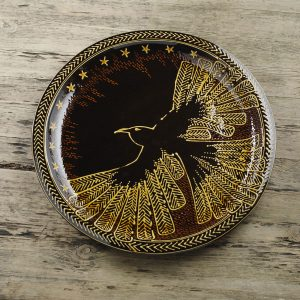 Hannah-McAndrew-Slip-Trailed-Raven-and-Stars-Charger-Slipware-Shannon-Tofts